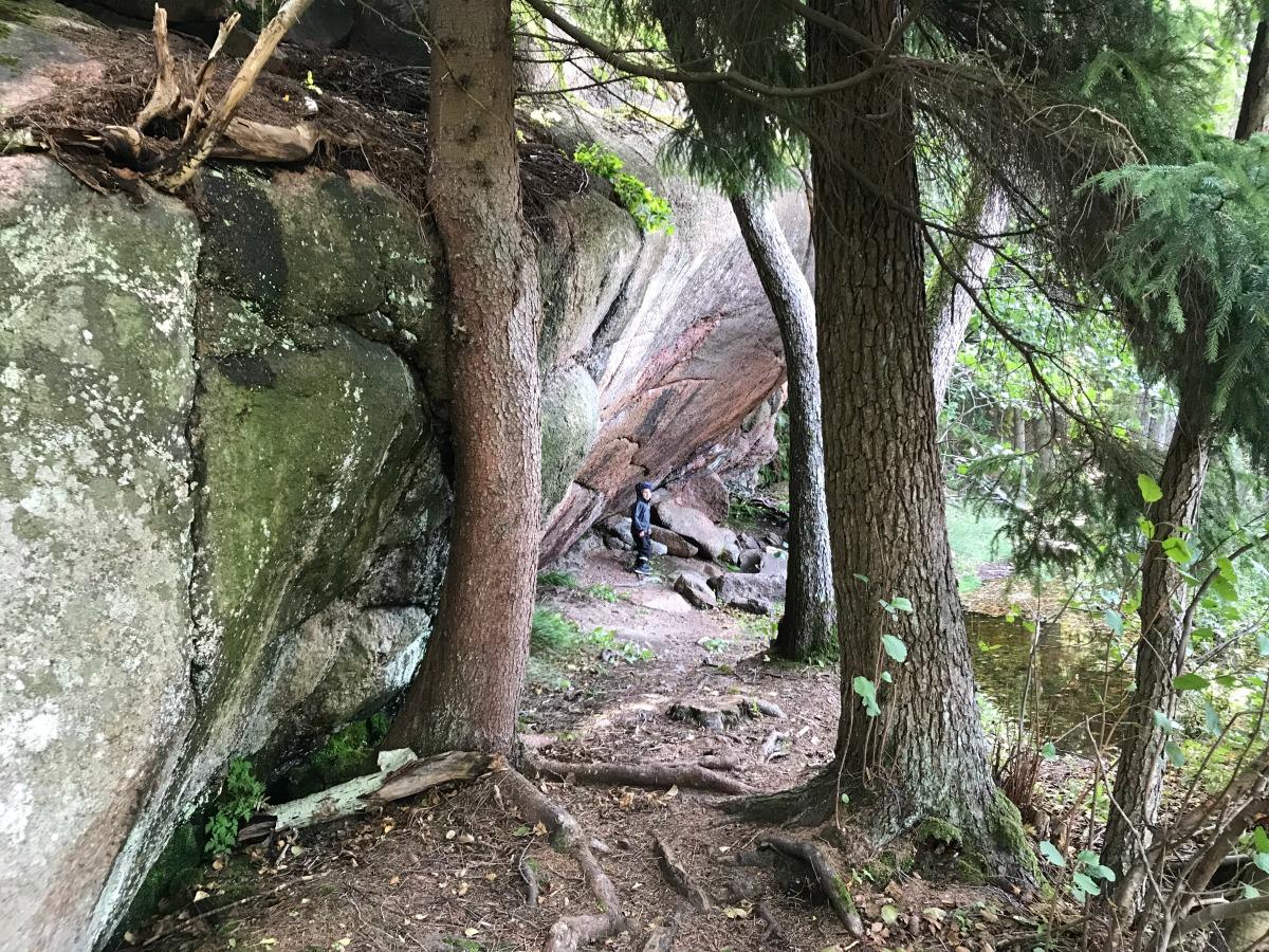 Kirkkonummen Linlo – mm. upeita kallioita, luolia, metsää ja merta