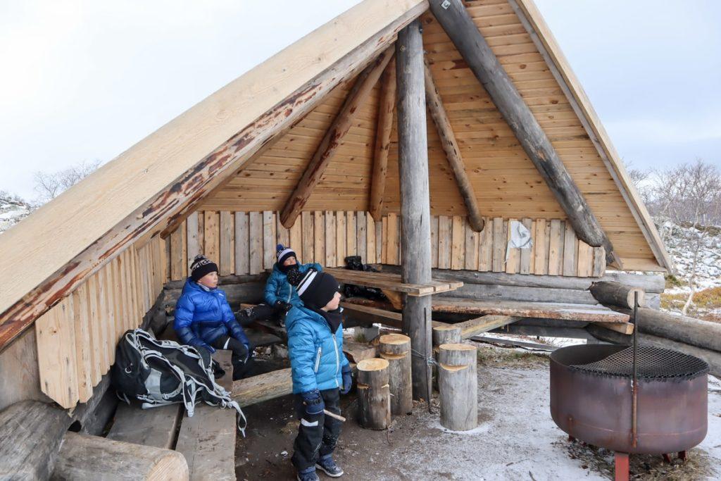 Tsahkaljärvi / laavu