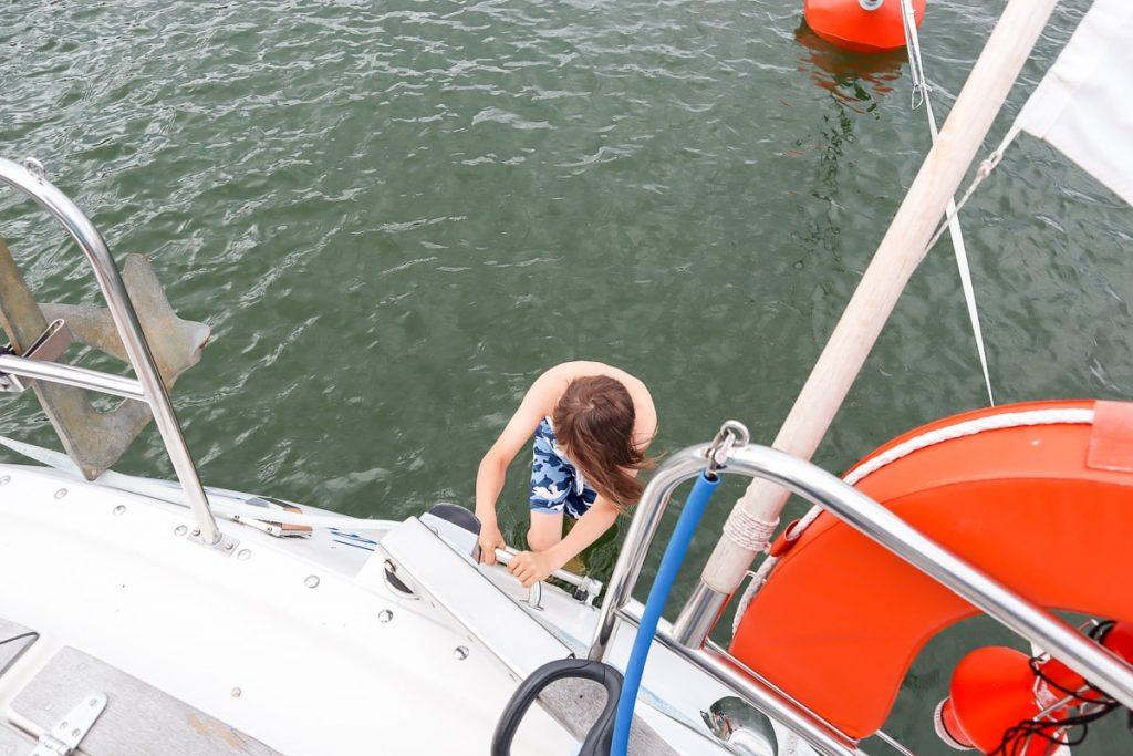 Uimaan veneestä