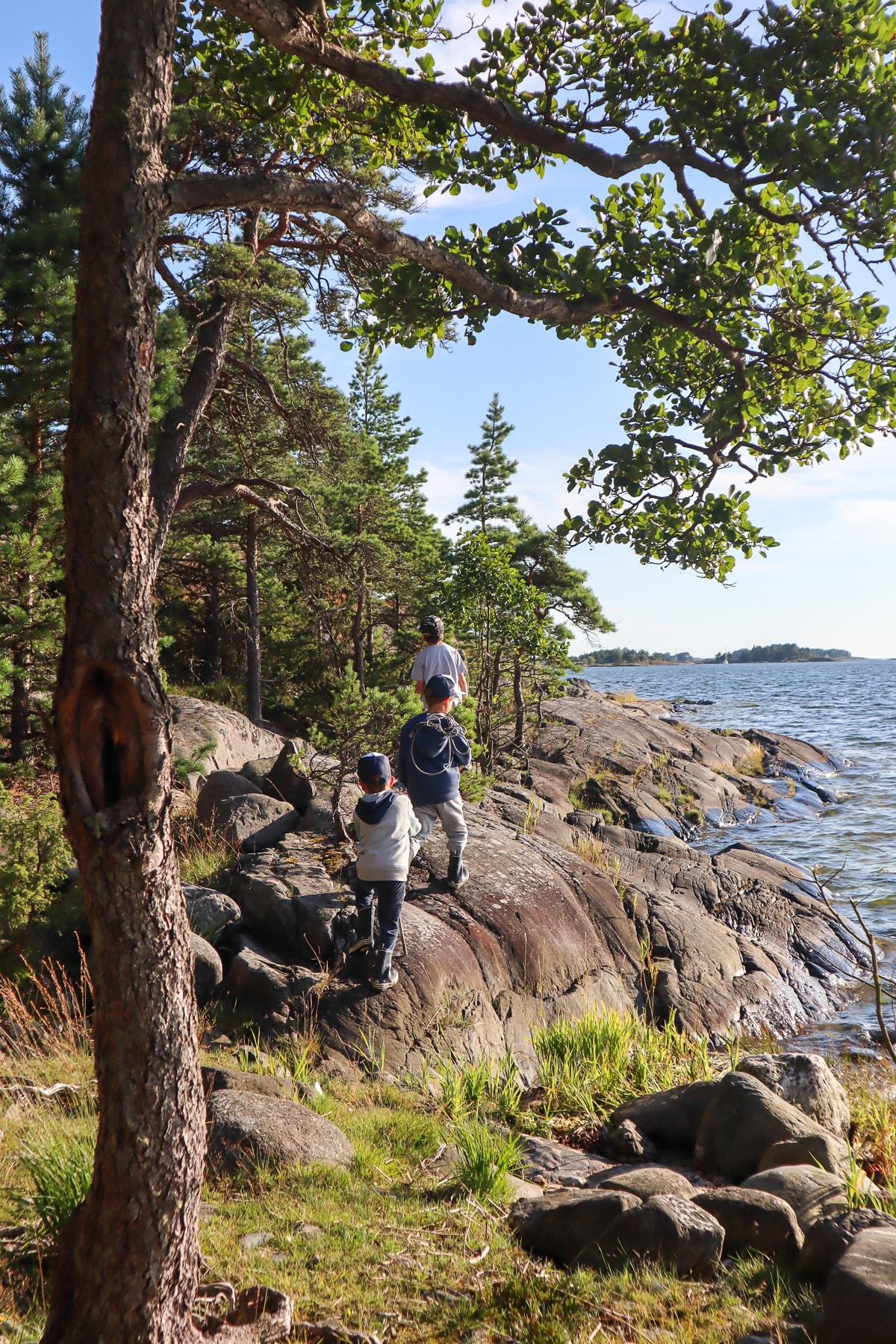 Pieniä seikkailijoita Stora Svartössä