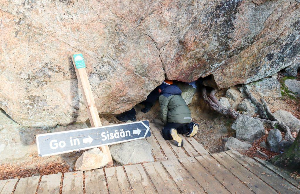 Sisään luolaan