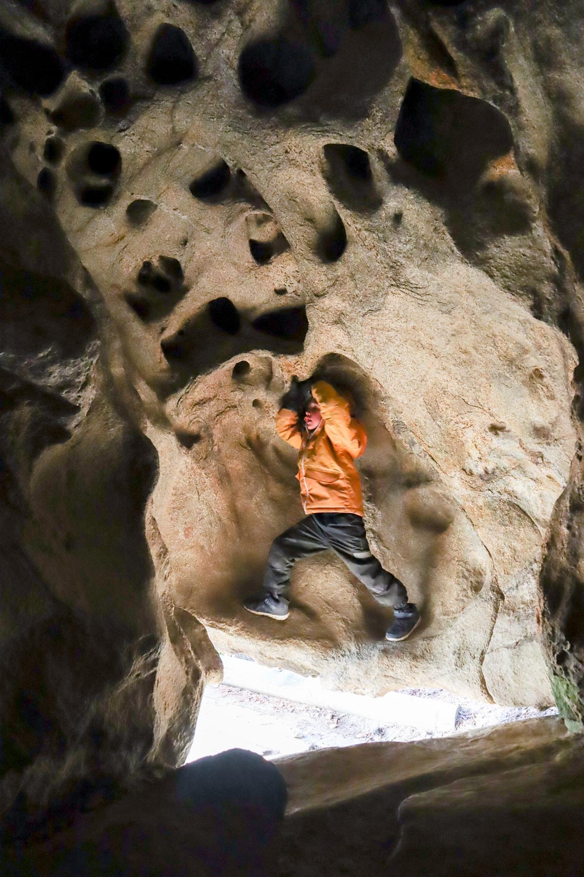 Karhunpesäkivi - luola kiven sisällä