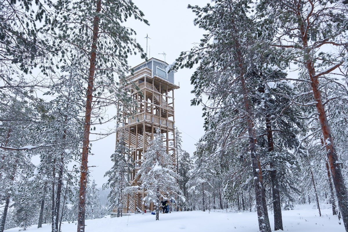 Yö näkötornin huipulla ja muut Häähninmäen hitit