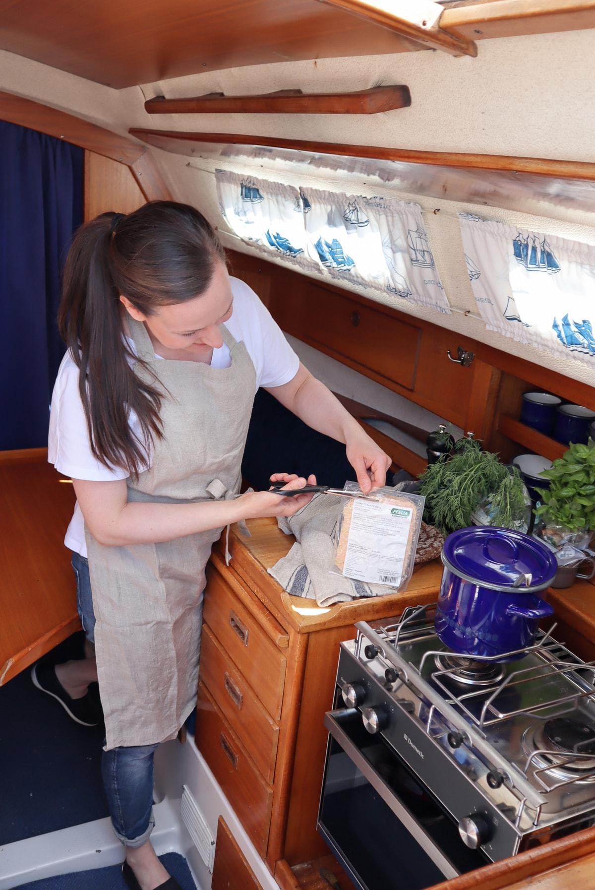 Feelia-ruokaa veneessä