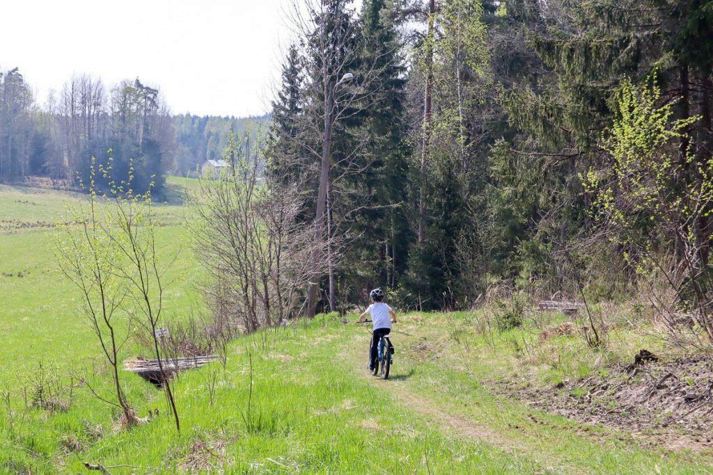 Maastopyöräily lasten kanssa / Fiskarsin helppo, vihreä MTB-reitti
