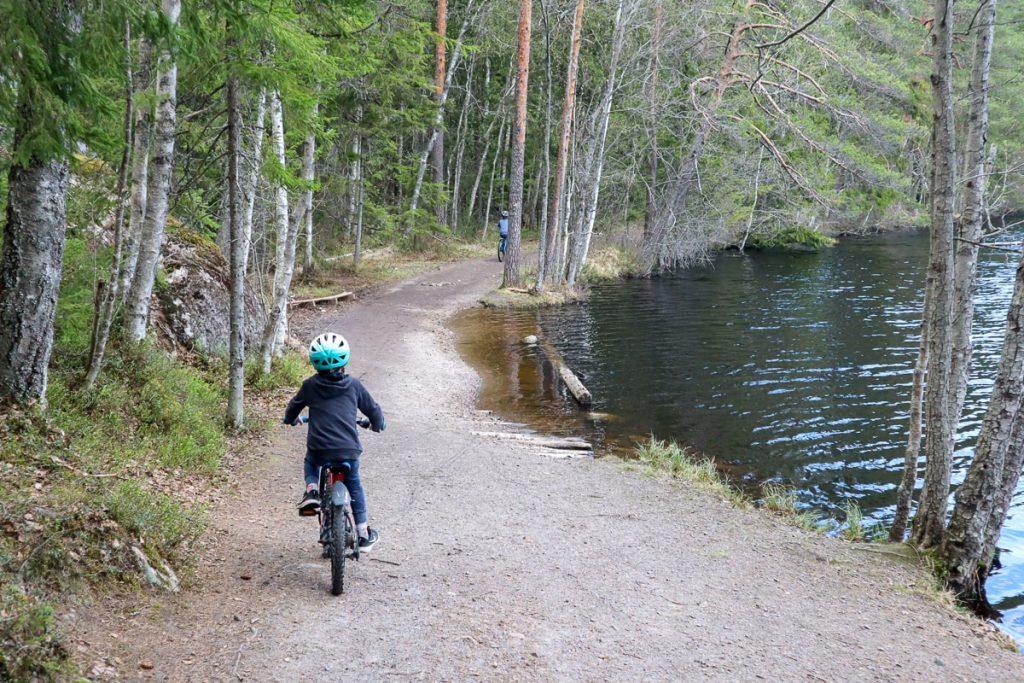 Koko perheen maastopyöräily / Luukki